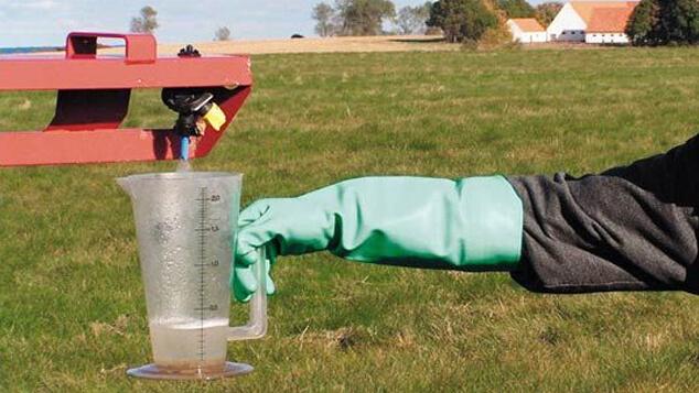 service-support-sprayer-service-pressure-gauge.jpg
